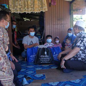 Penyerahan Sumbangan Kepada Keluarga Asnaf di Sekitar Wilayah Persekutuan Labuan